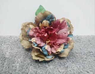 Flor flamenca color teñida