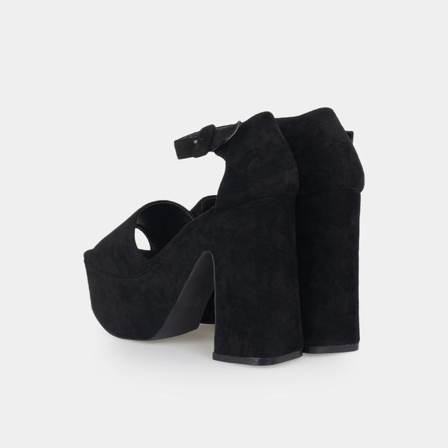 Sandalias negras con tacón