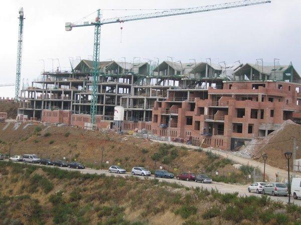 Estructura de edificio de 3+3 bloques terminada